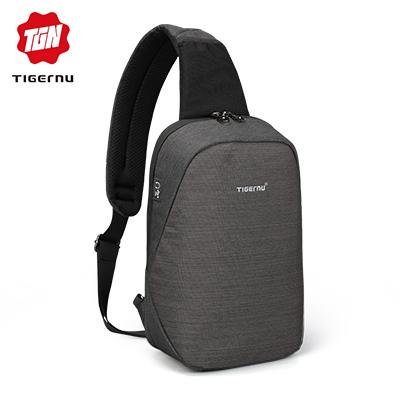防泼水 独立耳机孔 肩带处便携网袋设计
